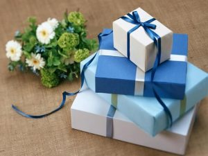 How to Personalize Wedding Party Gifts